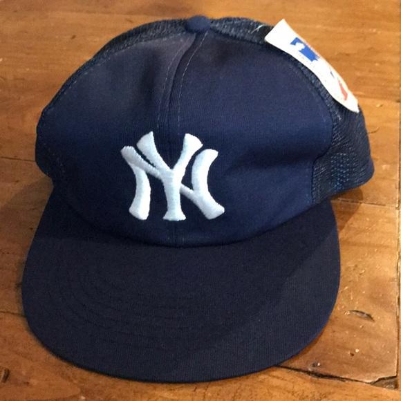4ec923e9 Vintage New York Yankees Flat Bill Trucker Hat. M_5a5ba4363800c57856a20ff8